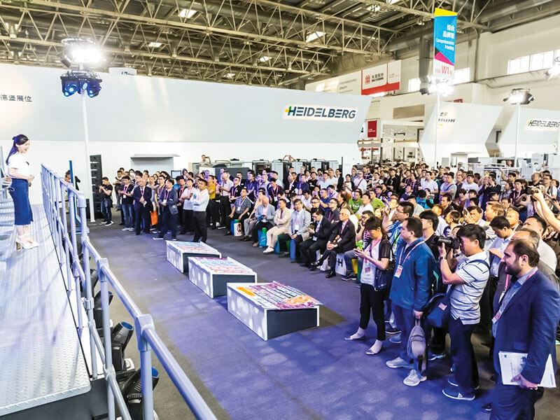 พื้นที่จัดแสดงเครื่องจักรของไฮเดลเบิร์ก มีผู้เข้าชมเต็มบริเวณอย่างสม่ำเสมอในช่วงเวลางาน China Print